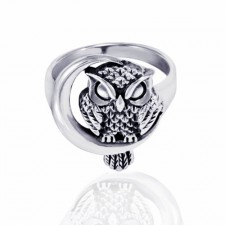 Sterling Silver Midnight Owl with Crescent Moon Ring nva27